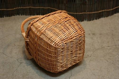 柳のワンハンドルかごバッグ