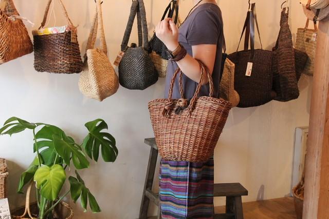 青森県のあけびかごバッグ