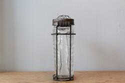 ガラスとアイアンのメッシュ蓋付きフラワーベース