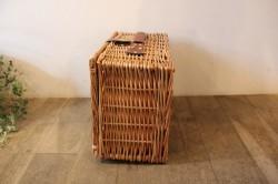 柳のかごバッグのような保冷保温ピクニックバスケット