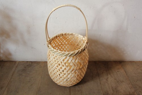 持ち手付きの竹かご