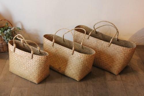 カチュー水草で編んだ横長かごバッグ
