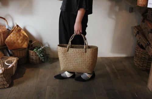 カチュー水草で編んだ横長かごバッグのMサイズ