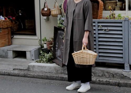 巾着カバーのついたワンハンドルの舟型バスケット