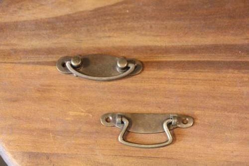 アンティークテイストの真鍮製キャビネットハンドル