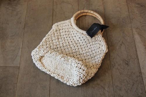 ラタンハンドル付きコットンマクラメハンドバッグ
