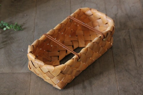 水杉素材で編んだティッシュボックスカバー