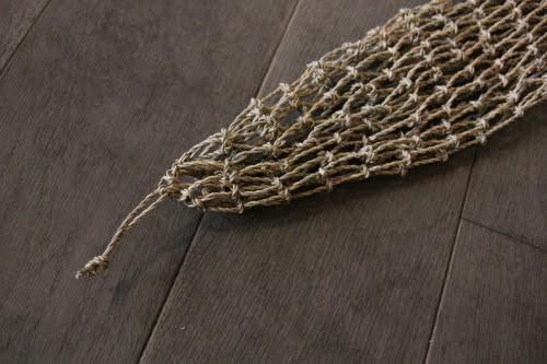 カチュー水草で編んだハンギングタイプのメッシュバスケット