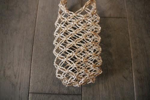 カチュー水草で編んだボトルホルダータイプのメッシショルダーバッグ
