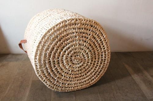 パーム椰子のランドリーバスケット。ハンドルの素材はゴートレザー