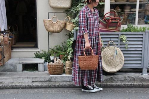 籐ラタンで編んだオーバルフォルムのお買い物かご