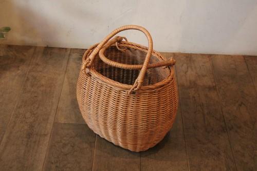 ラタンの籐編みラウンドかごバッグ