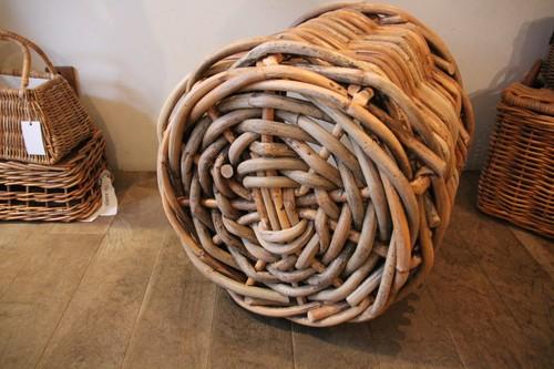 皮付き籐の大きめプランターバスケット