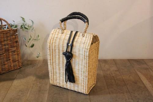 レザーフリンジ付き水草かごバッグ