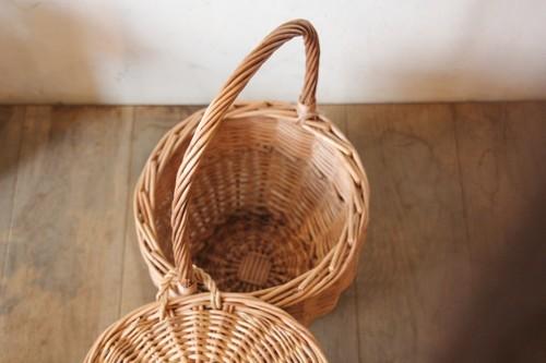柳のワンハンドルふた付きバスケット