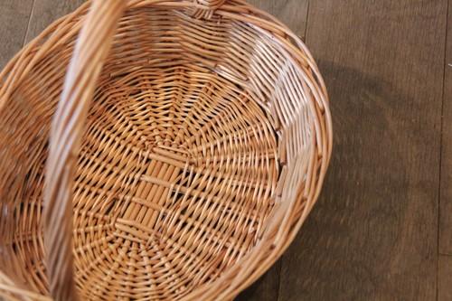 柳のワンハンドルオーバルバスケット