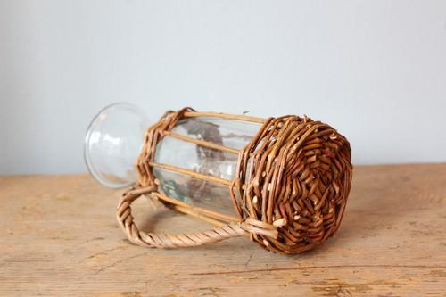 柳とガラスのジャグ型フラワーベース